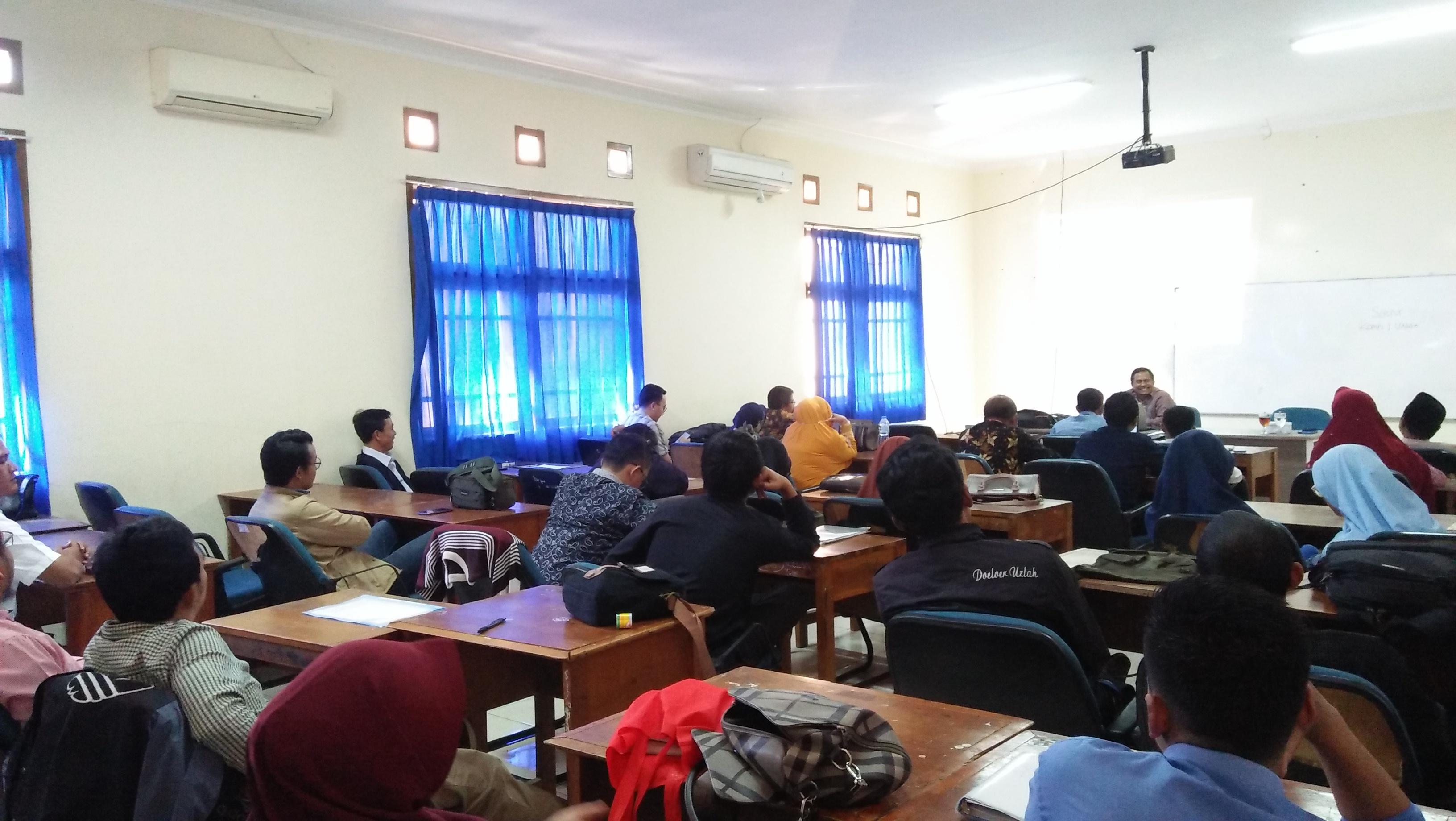 Kuliah Umum Bersama Bapak Junaidi Basri, S.Ag., M.Pd.